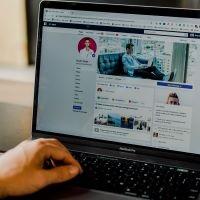 Ingresos por publicidad de video de Facebook se desploman en julio: editores analizan su relación con el boicot