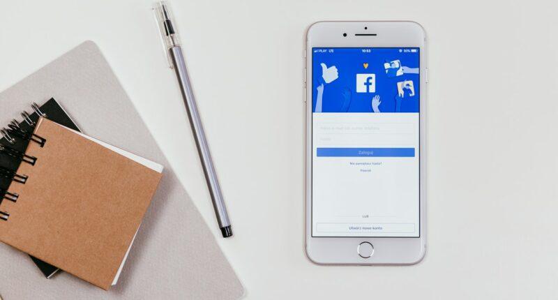 Facebook News Medios de Comunicacion Plataformas Pexels