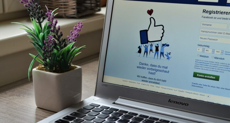 Facebook News Medios de Comunicacion Herramientas Monetizacion Pexels