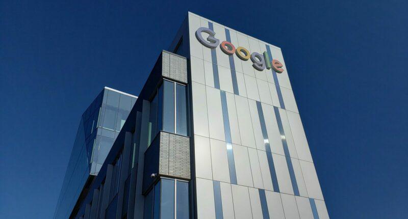 Google Empleados Oficinas Trabajo Presencial Unsplash